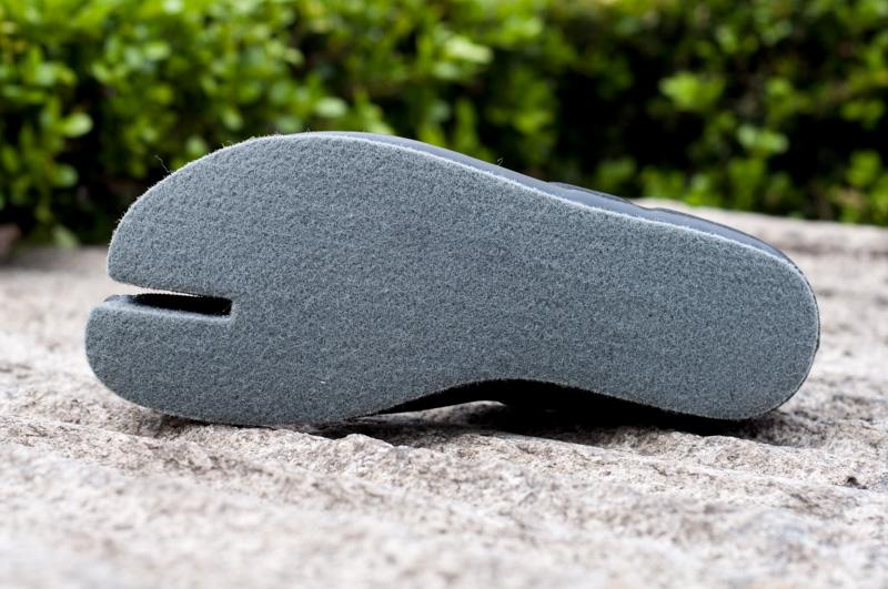 沢足袋の決定版、カモシカ渓流保温タビ。ソールは12mm厚のポリプロピレンフェルトを使用。耐久性も十分です。